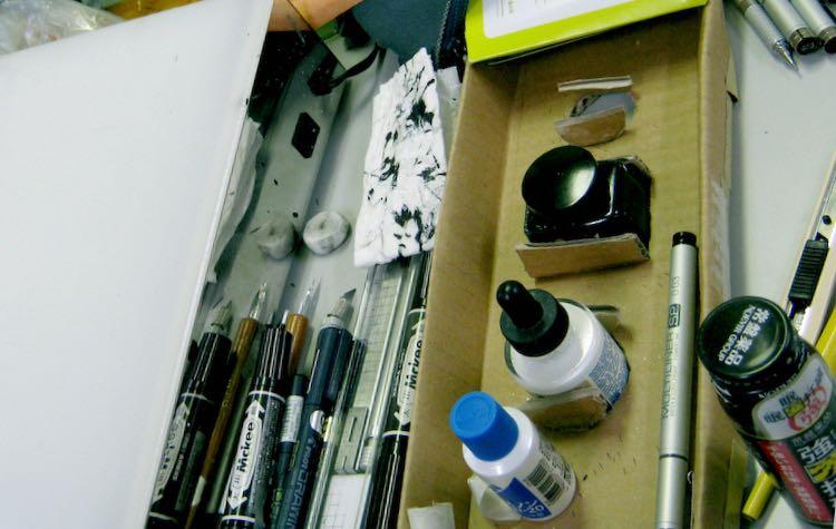 画材(2011年3月17日・東日本大震災後、小学館会議室にて執筆中)